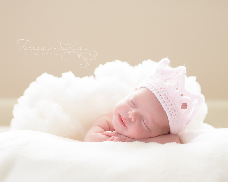 NEWBORN PORTRAIT BABY GIRL