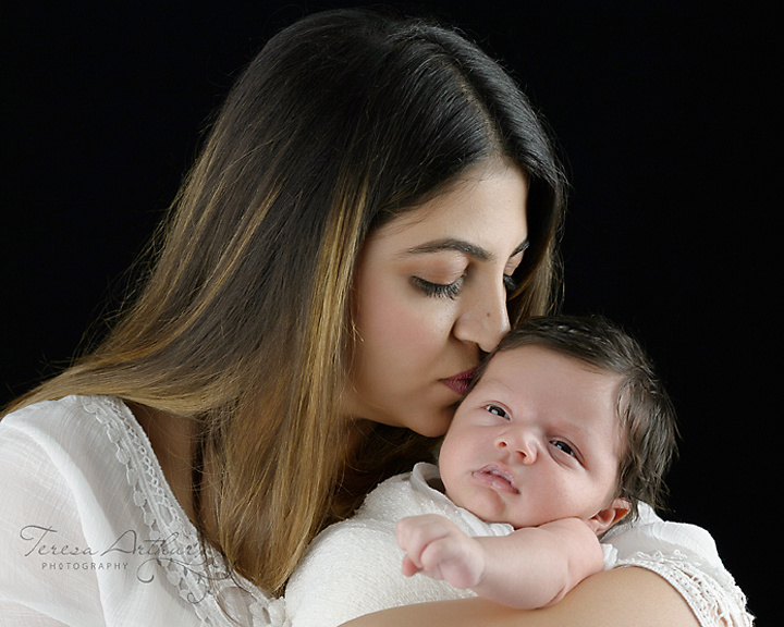 mother and newborn portraits in nova area